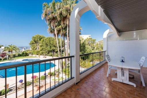 Der einladende Balkon der Wohnung