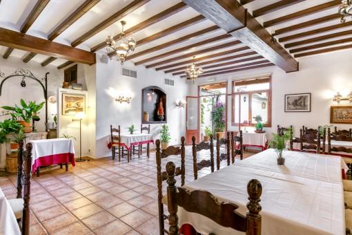 Charmantes Restaurant im authentischen Stil