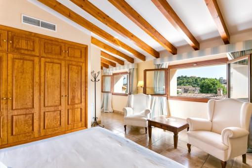 Eines von 8 eleganten Schlafzimmern mit Ausblick
