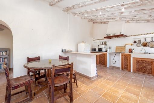 Gästehausküche und Essbereich