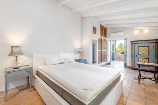 Schlafzimmer mit Terrasse im Obergeschoss