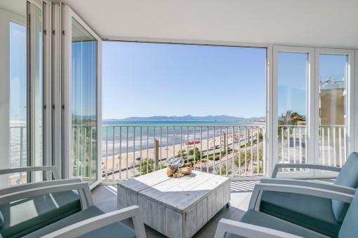 Elegante Luxuswohnung mit atemberaubenden Blick in erster Meereslinie an der Playa de Palma