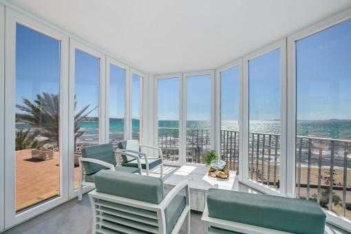 Überdachte Terrasse mit atemberaubenden Meerblick