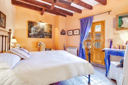 Herrliches Schlafzimmer mit Doppelbett