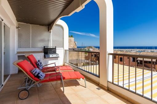Die Terrasse ist ideal zum Entspannen