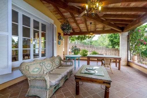 Einladender Loungebereich auf der Terrasse