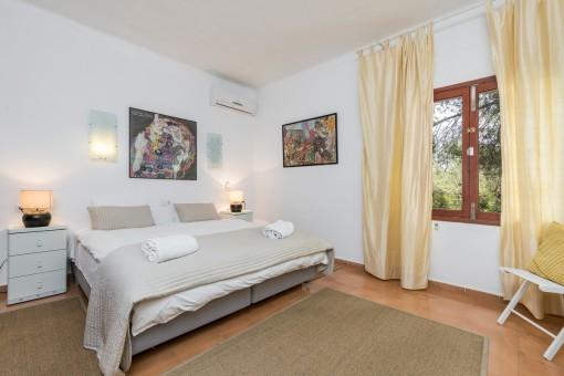 Schönes Schlafzimmer mit Klimaanlage