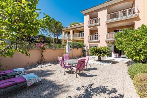 Erdgeschosswohnung mit großem Garten in Top-Lage in Santa Ponsa