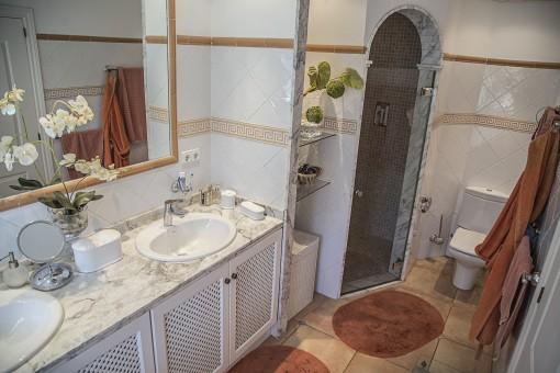 Alternative Ansciht des Badezimmers