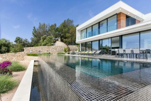 Wunderschönes, minimalistisches Projekt mit Ausblick und Pool in Genova