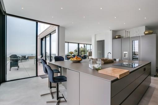 Zugang zu der Terrasse aus der Küche und dem Wohnbereich