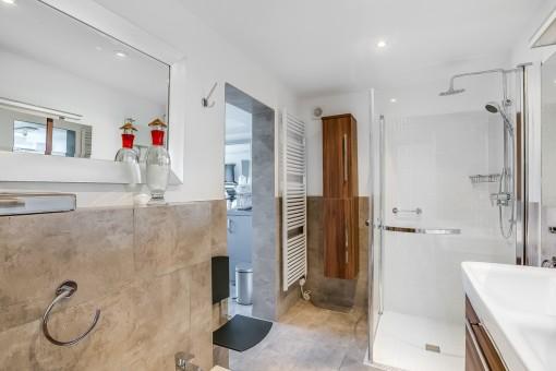 Badezimmer mit Fitnessraum
