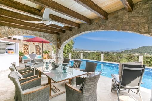In deutscher Bauqualität errichtete Villa mit absolutem Panoramablick auf die Bucht von Pollensa