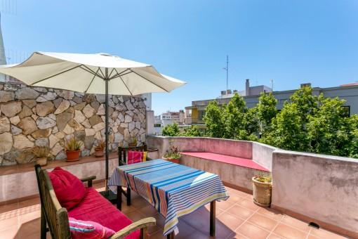 Zentral gelegene, helle Stadtwohnung mit schöner Terrasse in Palma