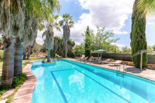 Finca mit Gästehaus, großem Pool, Palmen, mediterranem Garten und 7 Schlafzimmern in Inca