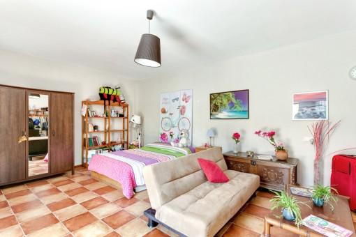 Schlafzimmer mit Sitzbereich