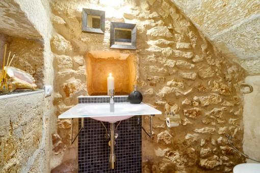 Separates WC in einem authentischen und modernen Stil