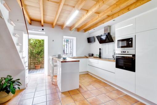 Half-offene Küche im modernen Stil
