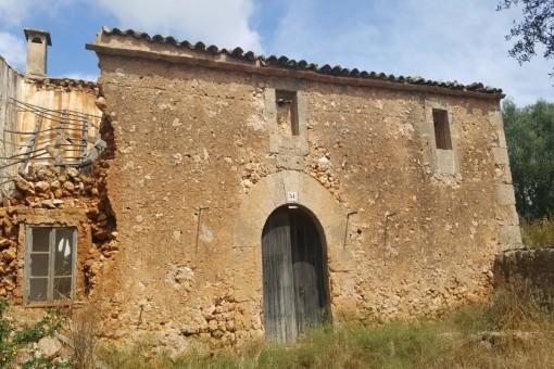 Traditionelle Finca mit viel Land zwischen Santanyi und Campos - Investitionsobjekt