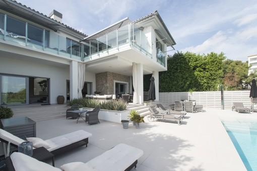 Einzigartige Villa nur wenige Gehminuten vom Luxus-Yachthafen Puerto Portals entfernt