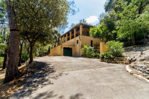 Renovierungsbedürftige Finca mit großem Grundstück nur wenige Schritte vom Dorf Esporles entfernt