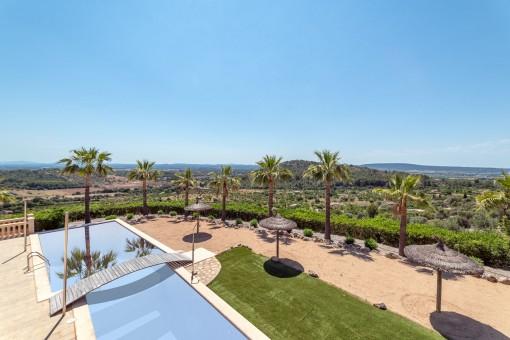 Hochwertige Natursteinfinca mit traumhaftem Panoramablick, 3 Apartments und Sandstrand in Alaró