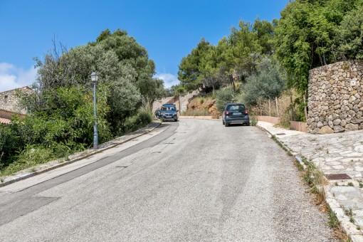 Straßenansicht des Grundstückes