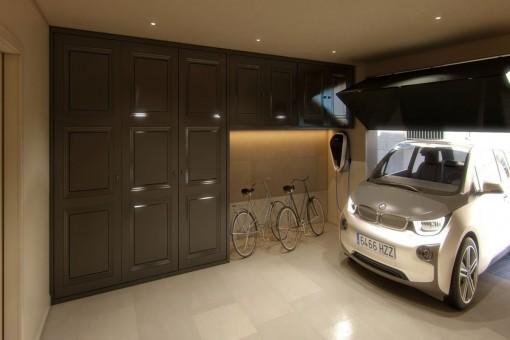 Elegante Garage mit elektrischem Tor