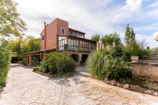 Anwesen in Alaró mit elegantem Haus, faszinierender Aussicht, Pool sowie Obst- und Ziergärten
