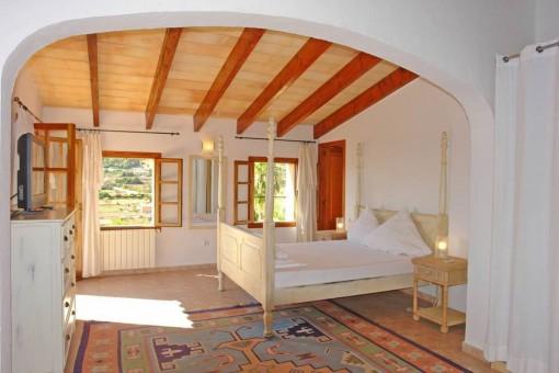 Schönes Schlafzimmer mit Tageslicht