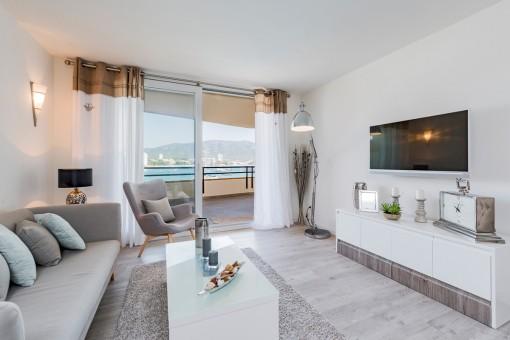 Komfortabler Wohnbereich mit Terrassenzugang