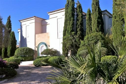 Villa in Son Font mit traumhaften Meerblick und paradiesischen Garten