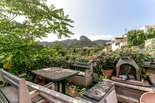 Renovierungsbedürftiges Dorfhaus in dem schönen Alaró mit Weitblick über die Landschaft und Berge