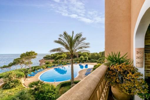 Luxuriöse Wohnung mit traumhaftem Blick in erster Meereslinie in Vallgornera