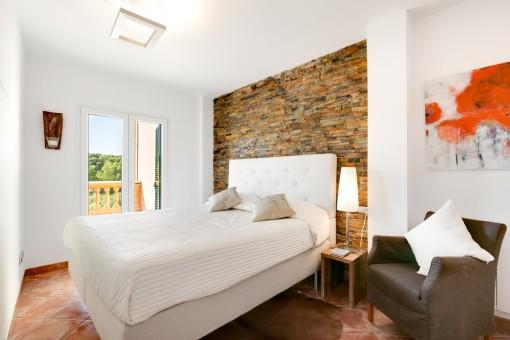 Doppelschlafzimmer mit schönen Elementen
