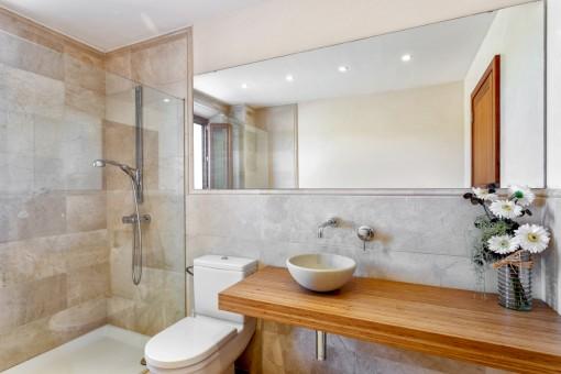 Eines von 5 schönen Badezimmern