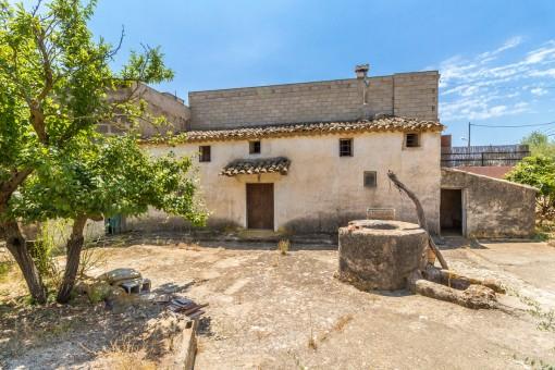 Häuschen mit großem Grundstück in ländlicher Umgebung in Bunyola zum Renovieren