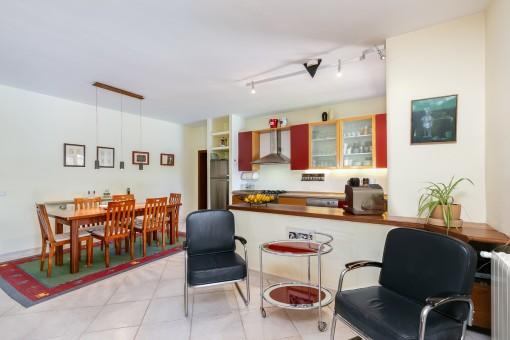 Wohn-und Essbereich mit Küche