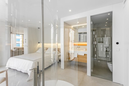 Luxuriöses Badezimmer im Schlafzimmer