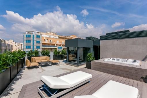 Extravagantes Neubau-Penthaus mit großer Dachterrasse und Jacuzzi im Zentrum von Palma