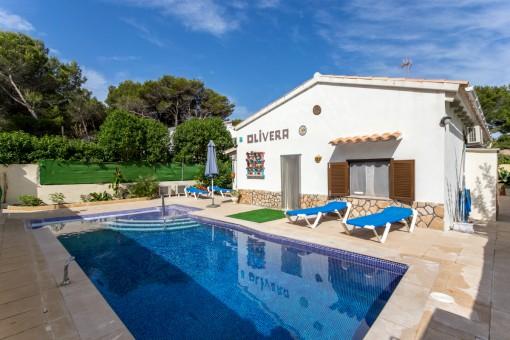 Komfortables, großzügiges Bungalow mit Ferienvermietlizenz, Pool und Extra-Baugrundstück in Son Serra de Marina