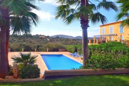 Schöne kleine Parterre Wohnung in Anlage in Cala Mandia