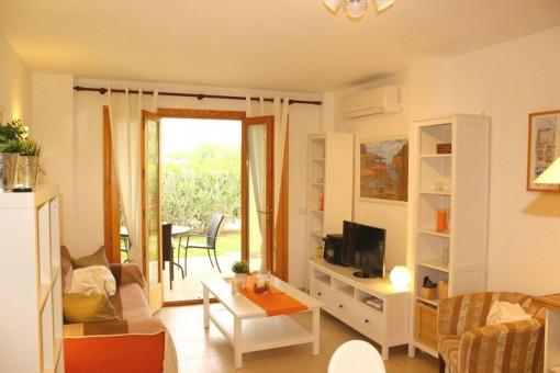 Erdgeschosswohnung mit Garten in Wohnanlage in Cala Mandia