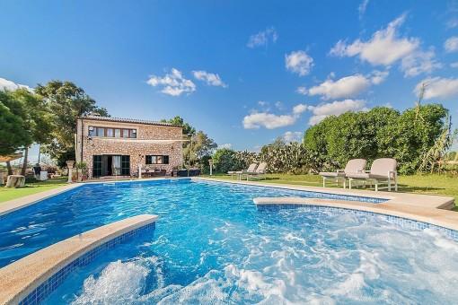 Herrliche Finca mit Swimmingpool in der Nähe von Ses Covetas