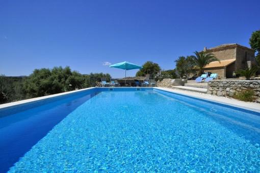 Finca in ruhiger Lage nahe Arta mit Pool und fantastischem Weitblick