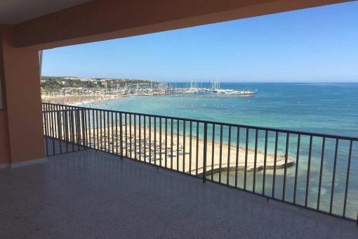 Top-renovierte Erstbezugswohnung in erster Meereslinie mit Traummeerblick an der Playa de Palma