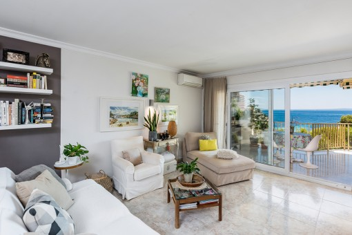 Schöner Wohnbereich mit Terrassenzugang