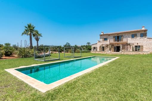Traumhafte Finca mit schön angelegten Garten bei Ses Salines