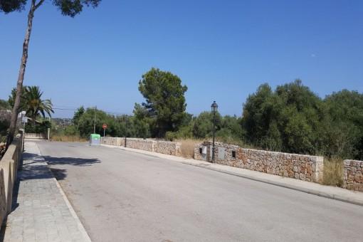 Baugrundstücke mit fertiger Lizenz in Cala Llombards