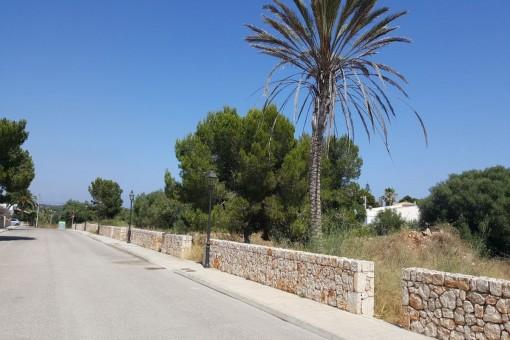 Baugrundstücke mit fertiger Lizenz in Cala Llombards - kaufen